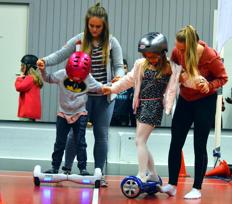 Många passade på att teståka swagway som är en självbalanserande tvåhjulig skooter.