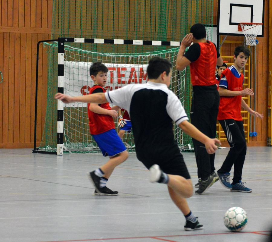 Under veckan arrangerades tre fotbollsturneringar i Semmehallen som drog in 3000 kronor åt Världens Barn.