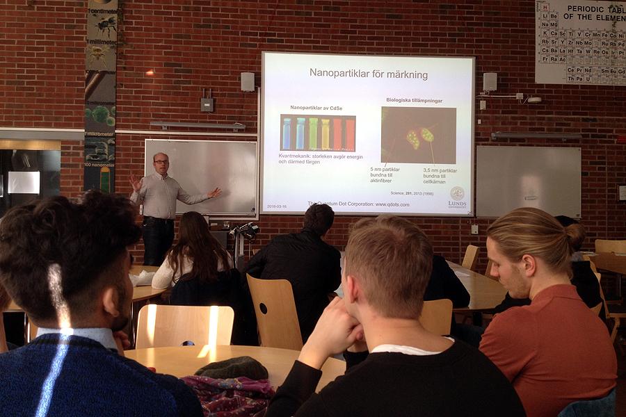 Docent Martin Magnusson vid Fysicum berättar om Nanoteknik
