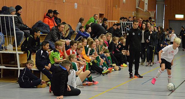 Fullt hus i Semmehallen när Cityidrotts ungdomsledare arrangerade en fotbollsturnering på Sportlovet.