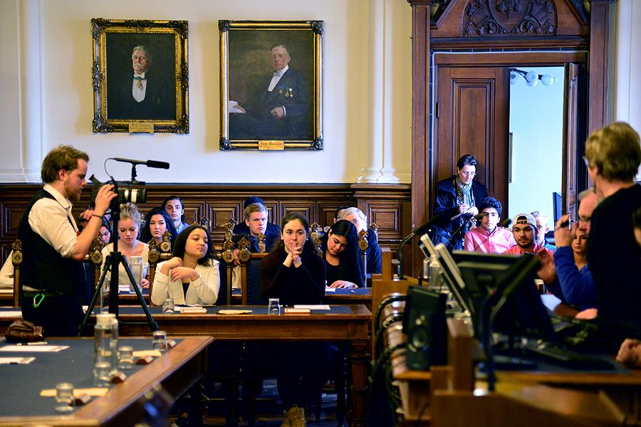 Hela fullmäktiges presidium var på plats och följde elevernas redovisning, vilken även filmades.