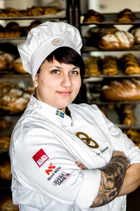 Melinda Johansson, Landskrona är finalist i SM Unga Bagare som syftar till att kora Sveriges bästa unga bagare. För att få delta måste man arbeta eller utbilda sig inom bageri- och konditoribranschen och inte ha fyllt 23 år före den 1 juli 2015. Ettan till fyran i SM Unga Bagare bildar Svenska Juniorbagarlandslaget som tävlar för Sverige under EM Unga Bagare.