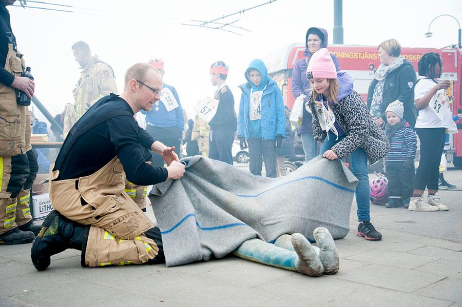 Räddningstjänsten var på plats och visade olika släckningsmetoder. Foto: Sofie Turesson