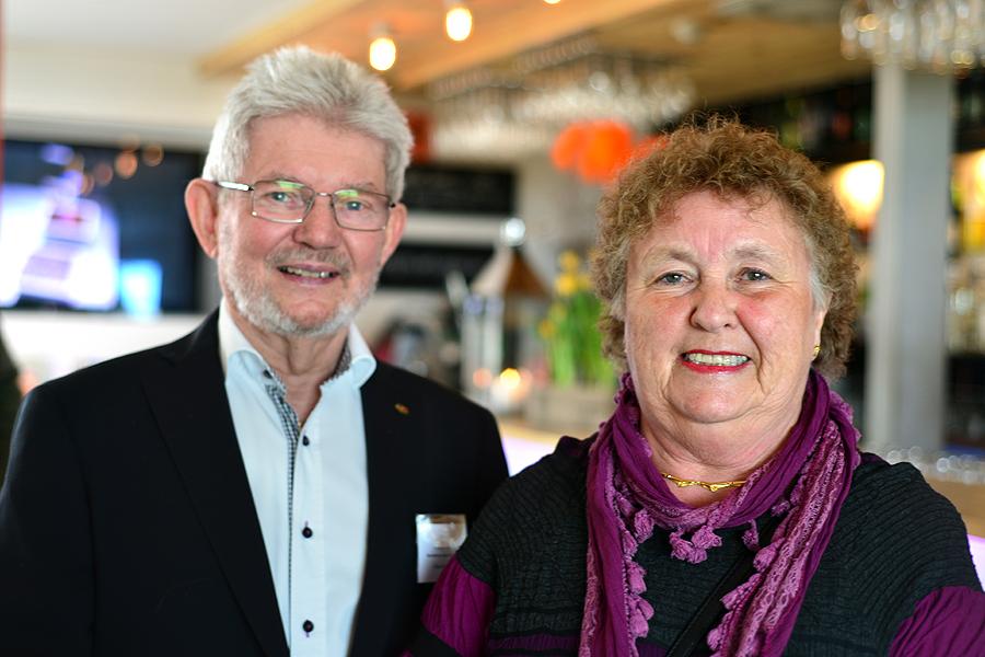 Stamgästen Ingrid Persson, här med maken Claes Persson som varit en eldsjäl genom alla år för Pumphuset. – Det bästa som varit är min 60-årsfest. Det var den första festen som arrangerades då Pumphuset var helt nybyggt. Och jag håller med de andra om att det är perfekt som det är. Jag tycker inte att de ska bräscha på.