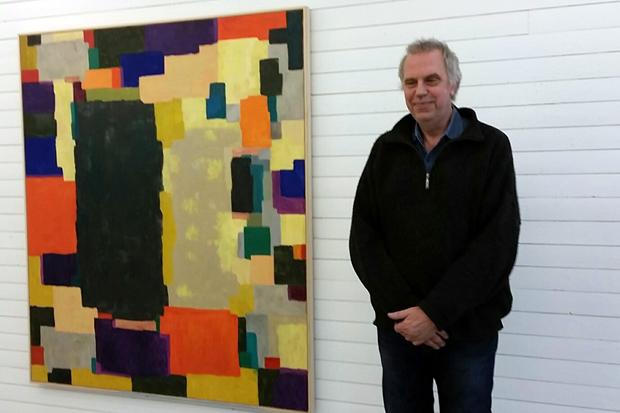 Rolf Hansson har gjort sig känd för stora halvabstrakta målningar med associationer till romantiskt landskapsmåleri och nordiskt tungsinne. Han använder ofta mörka, rinnande jordfärger i kompositioner med svarta färgsjok.