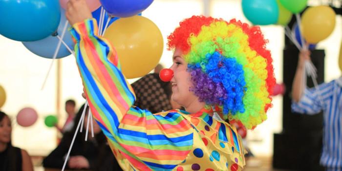 - Ifjol köpte karnevalen el motsvarande kostnaden för 1870 magnumglassar, säger Cecilia Walles, marknads- och kommunikationsansvarig på Landskrona Energi AB och förklarar att man för 37 500 kronor inklusive moms då fick 20,000 kWh som förbrukades under de tre karnevalsdagarna. Foto: Pressbild/Landskrona Energi