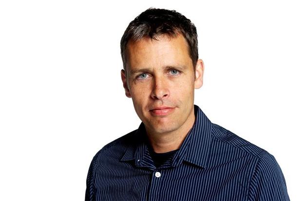 Journalist Peter Fällmar Andersson samtalar med Jude Dibia. Foto: Pressbild.