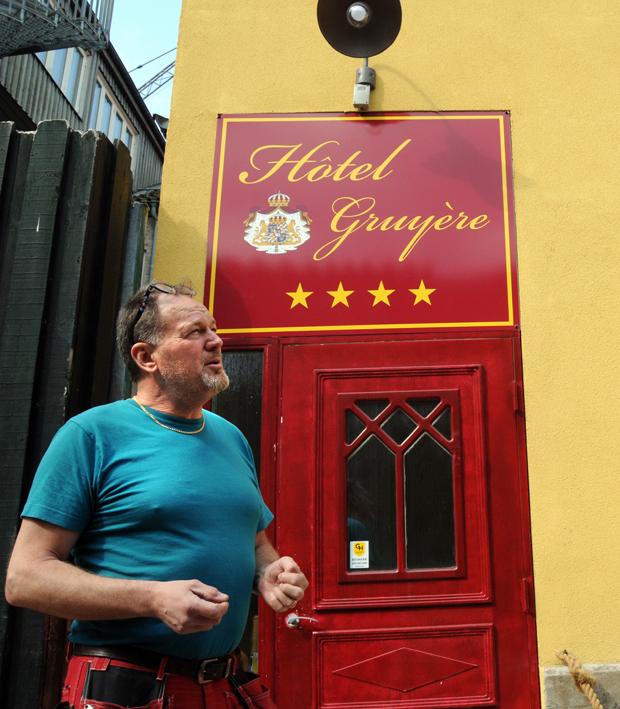 Tommy Persson öppnar landets minsta hotell i Landskrona, Hôtel Gruyère.