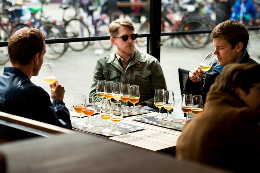 Många var de gäster som provade Landskronaöl hos Speakers Corner, som tillsammans med Brekeriet och 1413 Bryggkultur tagit fram ett provarpaket för dagen.