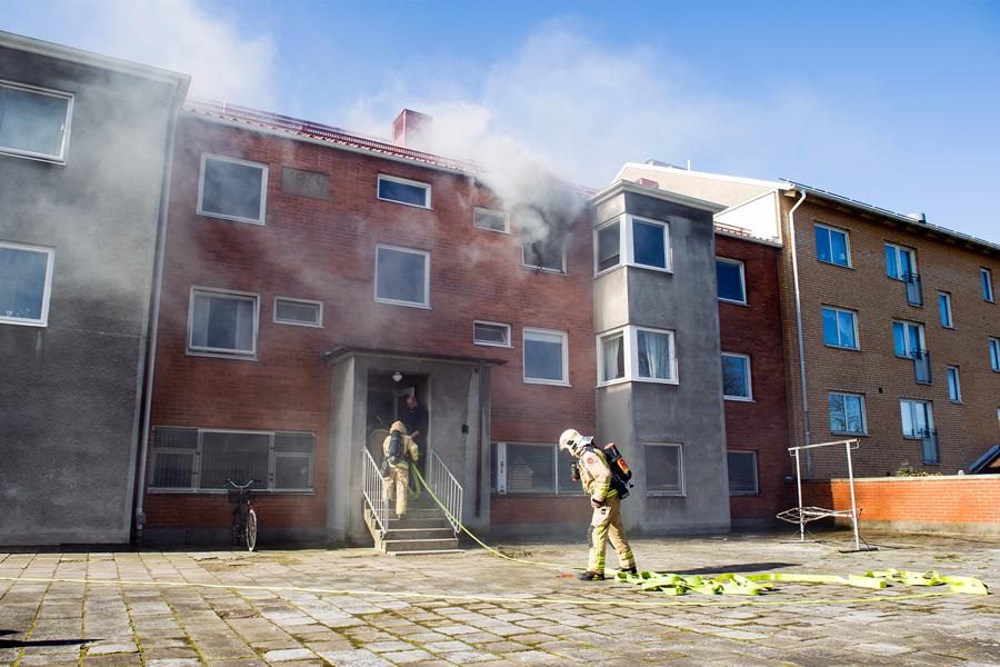 Kvinna omkom efter lägenhetsbrand