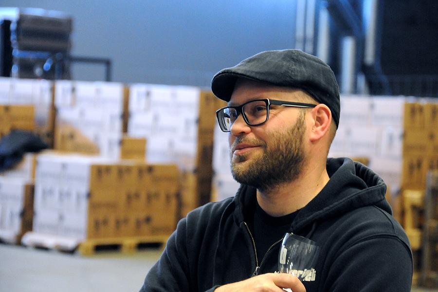 Säljchef Fredrik Ek har styr på firmans papper och den som drivit företag längst av bröderna.