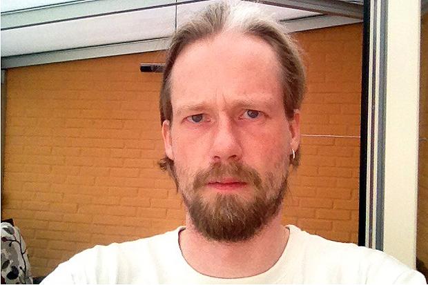 Kevin Johansson arbetar sedan 15 år tillbaka på Skiftesvägens äldreboende och han är inte bekväm med tankarna att hans arbetsplats nu ska drivas i privat regi.