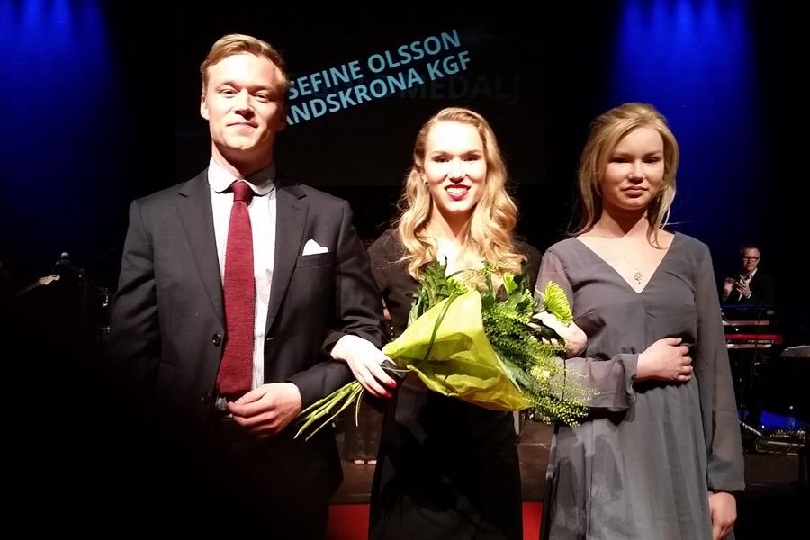 Josefine Olsson i Landskrona Kvinnliga GF fick ta emot kvällens kanske finaste pris, LISA:s guldmedalj. Eftersom hon nyligen genomgått en ryggoperation var det länge osäkert om hon kunde komma till galan.