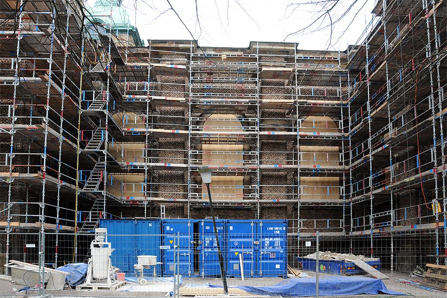 Kyrkan är idag täkt av byggnadsställningar. Utvändigt kommer kyrkan att tvättas av innan fogarbeten påbörjas.