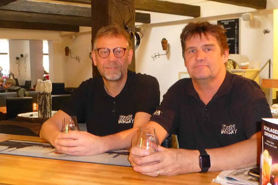 Per Eriksson och Anders Lindell grundade föreningen Worldwhisky.se för drygt två år sedan. På lördag arrangerar de en whiskymässa på Folkets hus.
