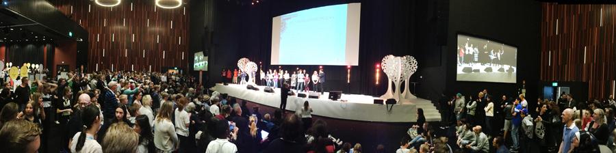 Pitchning på scenen. samtliga bilder tagna av lärarna Mats Svensson och Karin Warlin.