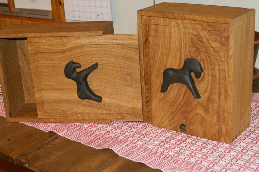 Av den gamla exaxeln tillverkas olika ting som hembygdsföreningen hoppas kunna sälja.