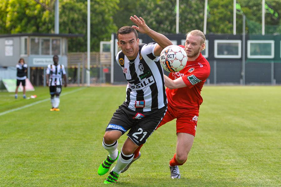 Admir Aganovic fick chansen att spelar från start eftersom Erik Pärsson var avstängd. Hans aktier stärktes dock inte. Någon eller några halvchanser var allt anfallaren fick till. Foto: Ulf Bjarke, Foto261.se