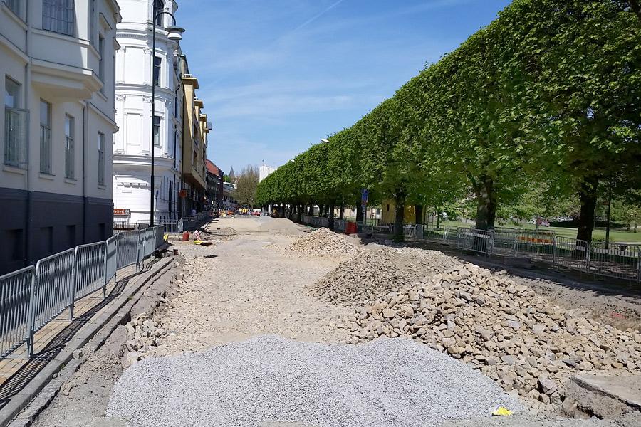 Vid månadsskiftet hoppas teknik- och serviceförvaltningen i Landskrona att Järnvägsgatan ska öppnas för trafik.
