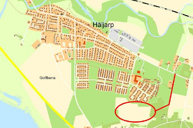 Det är mellan den nuvarande bebyggelsen och Saxtorpsskogen som HSB nu säljer fribyggartomter.