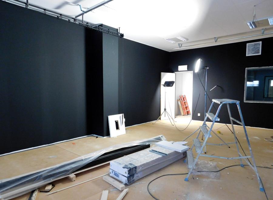 Även teaterrummet är svartmålat. Foto: Natalie Hultgren.