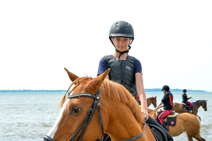 My Kjellberg på sin häst Ansley.
