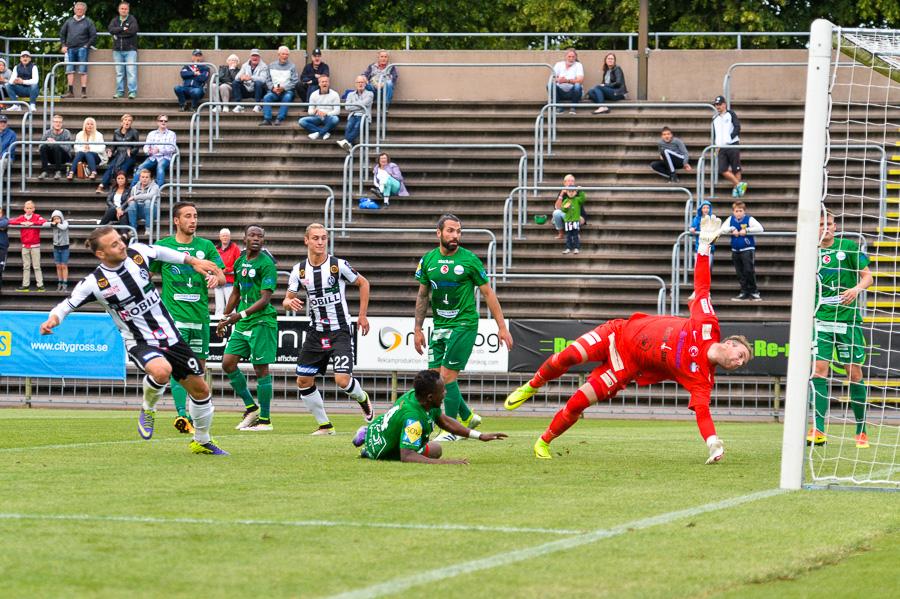 I slutet av första halvlek gör Filip Pivkovski 2-0, snyggt framspelad av Jonathan Levi. Foto: Ulf Bjarke, Foto261.se