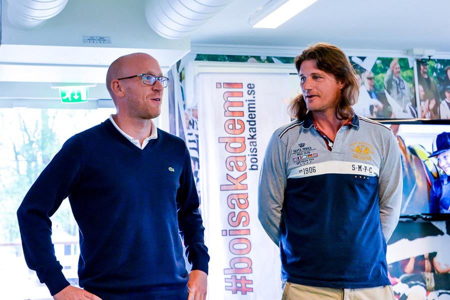 BoIS-tränarna Billy Magnusson och Agim Sopi passade också på att gästa skolavslutningen. Foto: Ulf Bjarke, Foto261.se