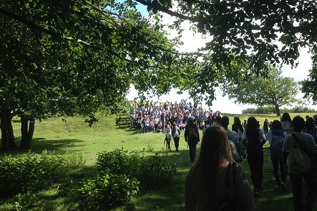 I Lindholm Høje var det dags för fotografering av alla konferensdeltagare.