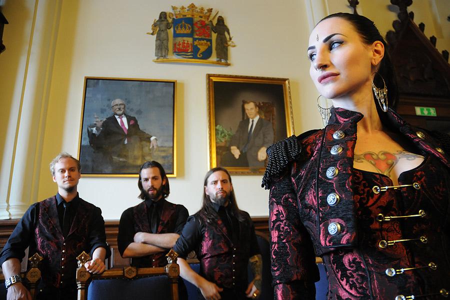 Eleine består, förutom av Madeleine Liljestam, av Sebastian Berglund (keyboard), Andreas Mårtensson (bas), Rikard Ekberg (gitarr) samt David Eriksson (trummor). Den sistnämnde saknas på bilden. Foto: Kary Persson