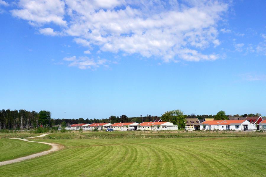 Nu påbörjas arbetet med att bygga ut fjärrvärmenätet i Häljarp så att större delen av byn kan få fjärrvärme i framtiden.