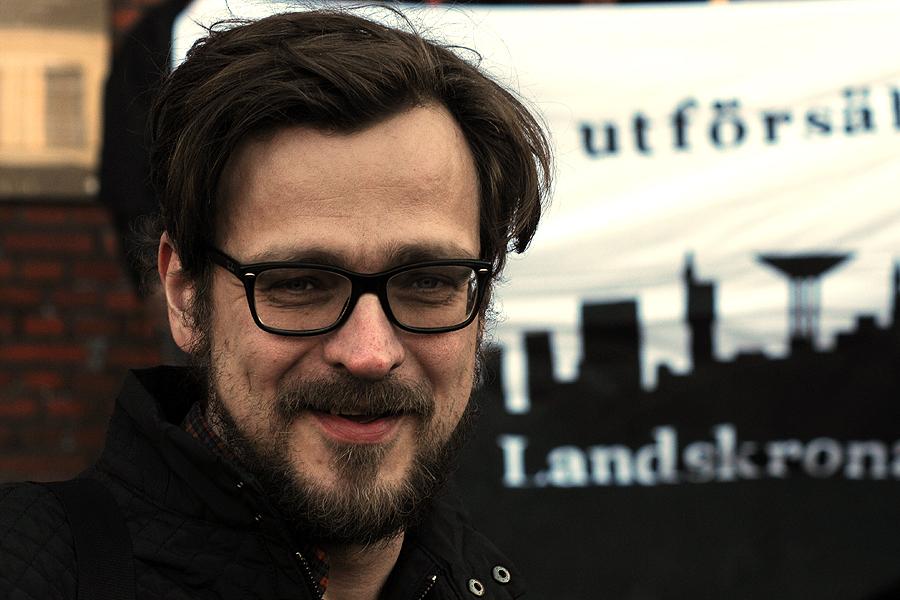 Henning Süssner Rubin är till vardags rektor på Kvarnby folkhögskola. Som fritidspolitiker är han gruppledare för Vänsterpartiets fullmäktigegrupp i Landskrona.