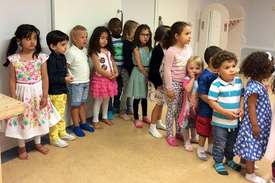 Barnen gör sig redo att inta salongen och scenen på Kulturförskolan Plantan. Foto: Annika Ledin.