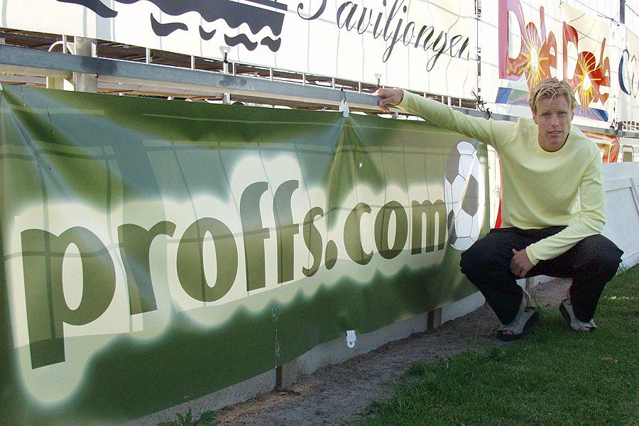 Zebra Media som idag äger och driver Landskrona Direkt, började med att göra hemsidor. De hade tidigare en portal som hette Proffs.com. Där tillverkade och presenterade Zebra Media hemsidor till fotbollsproffs och den förste att få en hemsida var Pontus Farnerud.