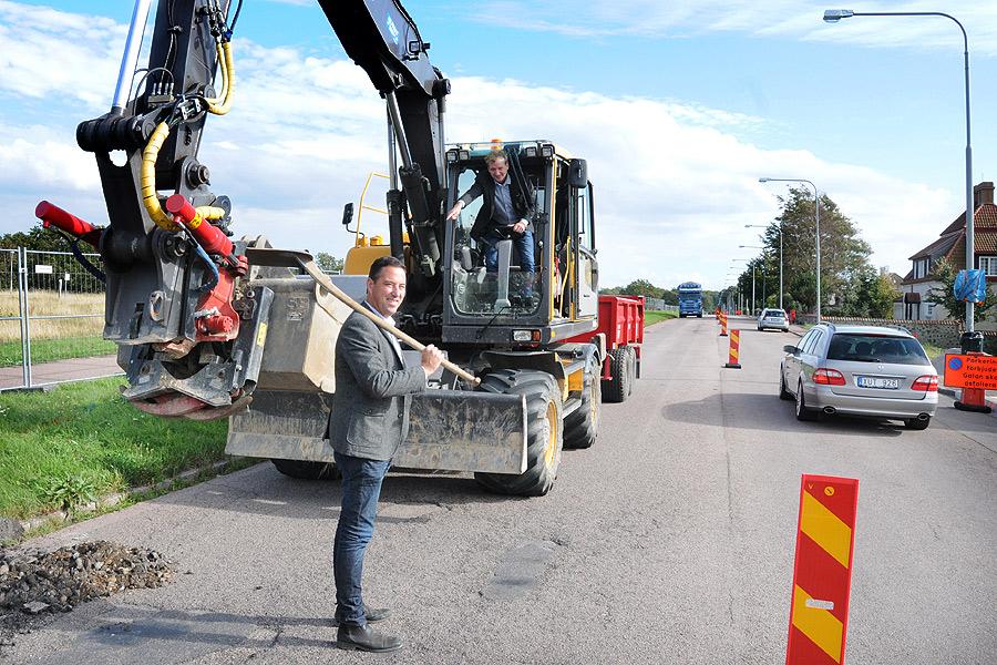 Den 8 september 2014 tog dåvarande teknik- och servicechef på Landskrona kommun, Thomas Lehrecke (närmast) och teknik- och servicenämndens ordförande Bo Lundgren, emot pressen och berättade om att Strandvägen skulle byggas om. Ett arbete som kommer att ha tagit två år att genomföra när det väl är klart.