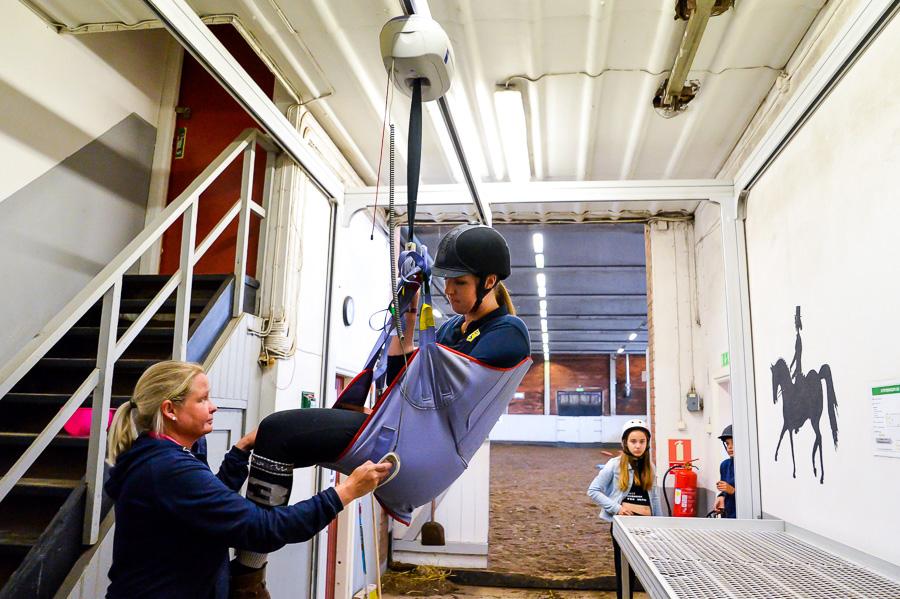 Utan liften hade det varit svårare för Nina Persson att hjälpa Johanna. Foto: Ulf Bjarke - Foto261.se.