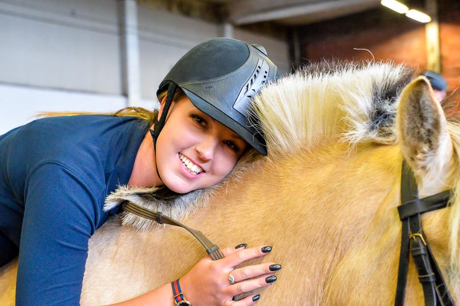BILDREPORTAGE: Vilda hästar och EDS hindrar inte Johanna