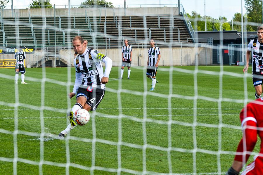 - Jag har aldrig sett Mikael Dahlgren missa en straff förrän idag, sa BoIS tränare Agim Sopi efter matchen. Foto: Ulf Bjarke, Foto261.se