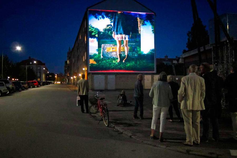 I fjol visades fotografier av Olle Ljungström på en av husväggarna i centrum. I år kommer det offentliga rummet att än mer bli en skådeplats för Landskrona Foto Festival. I fjol visades fotografier av Olle Ljungström på en av husväggarna i centrum. I år kommer det offentliga rummet att än mer bli en skådeplats för Landskrona Foto Festival.I fjol visades fotografier av Olle Ljungström på en av husväggarna i centrum. I år kommer det offentliga rummet att än mer bli en skådeplats för Landskrona Foto Festival. Foto: Martin Hegardt