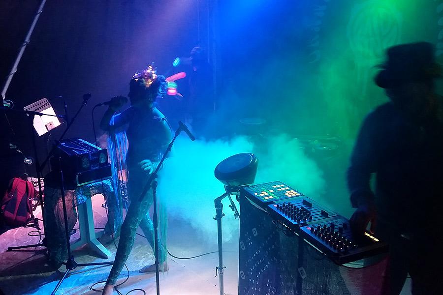 Festivalens sista akt var Barsana som bjöd på obeskrivligt vackra toner i takt till tung elektronisk musik.