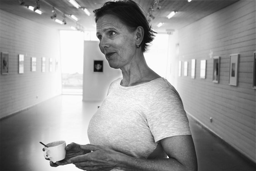 Årets festival involverar även Helene Schmitz pågående pågående utställning Album på Pumphusets konsthall i Borstahusen. Helene Schmitz kommer söndagen den 21/8 kl. 11:00 hålla ett artist talk i Teaterbaren.