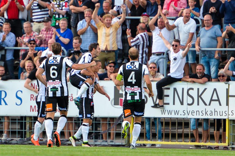 Jonathan Levi har just gjort 2-0.. Foto: Ulf Bjarke, Foto261.se