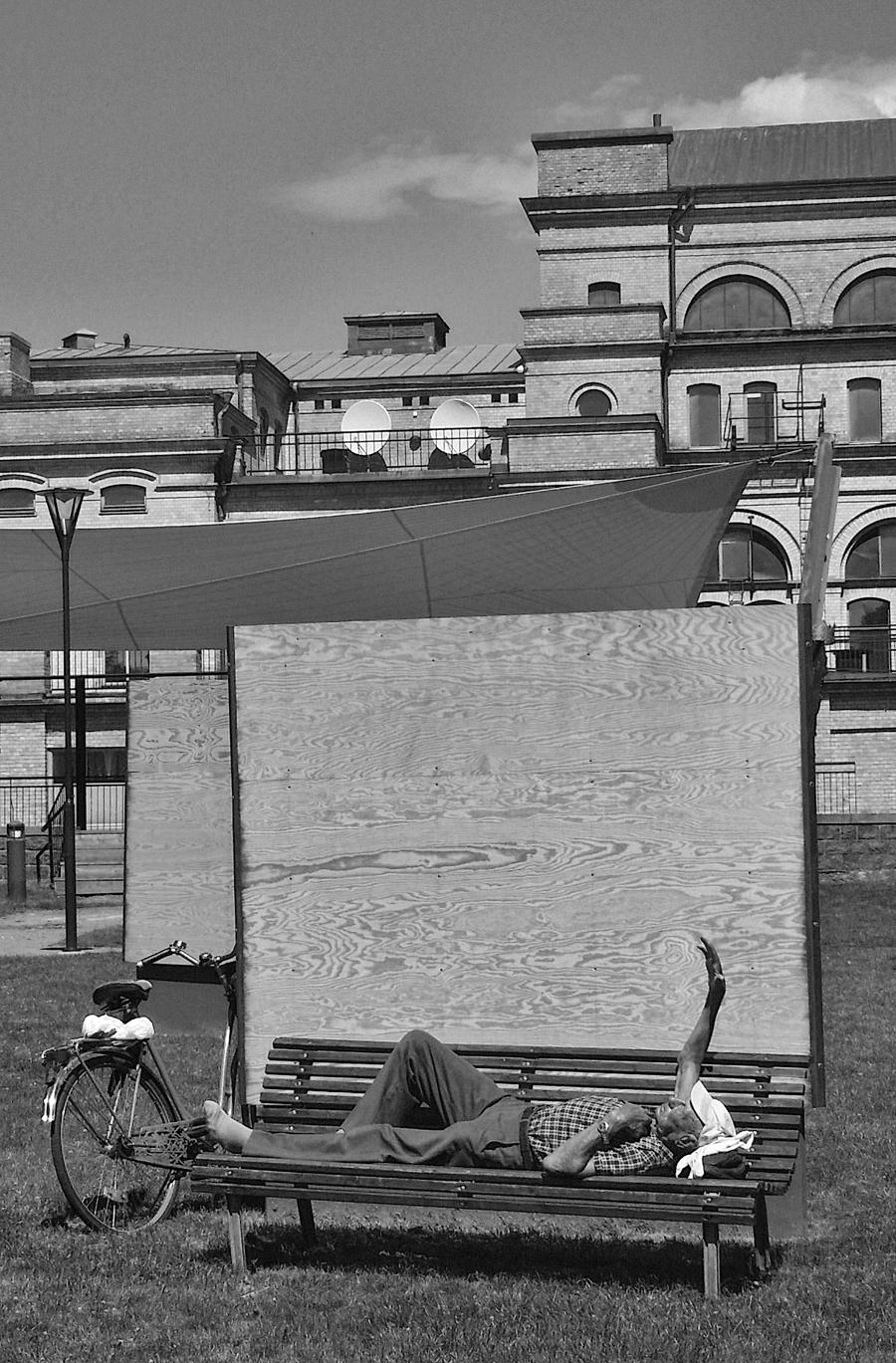 Landskrona Foto Festival intar i år mer än tidigare det offentliga rummet.