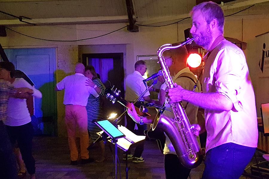Kristofer Larsson vet och hantera sitt instrument,