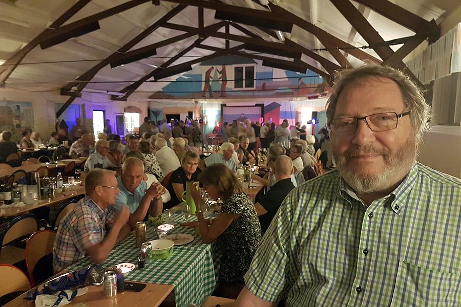 Jazzklubbens ordförande Tommy Jönsson njuter.