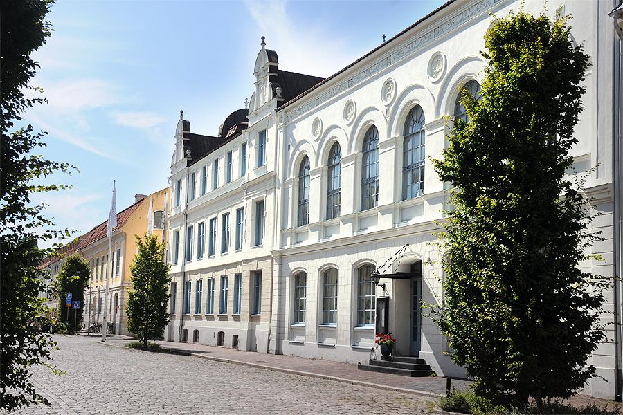 Kontor, bostäder. äldreboende? Just nu förs diskussioner om framtiden för de fastigheter som inhyser dagens Hotel Öresund.