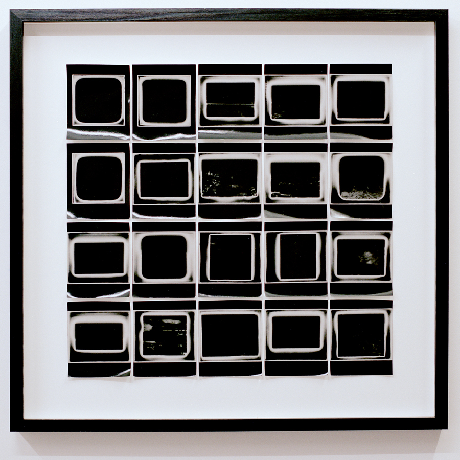 Som i så många andra uttryckssätt så innebär fotografiet en ansenlig kompression och reduktion. Dessa tekniska begränsningar experimenterar Emil Palmsköld med. Foto: Emil Palmsköld.