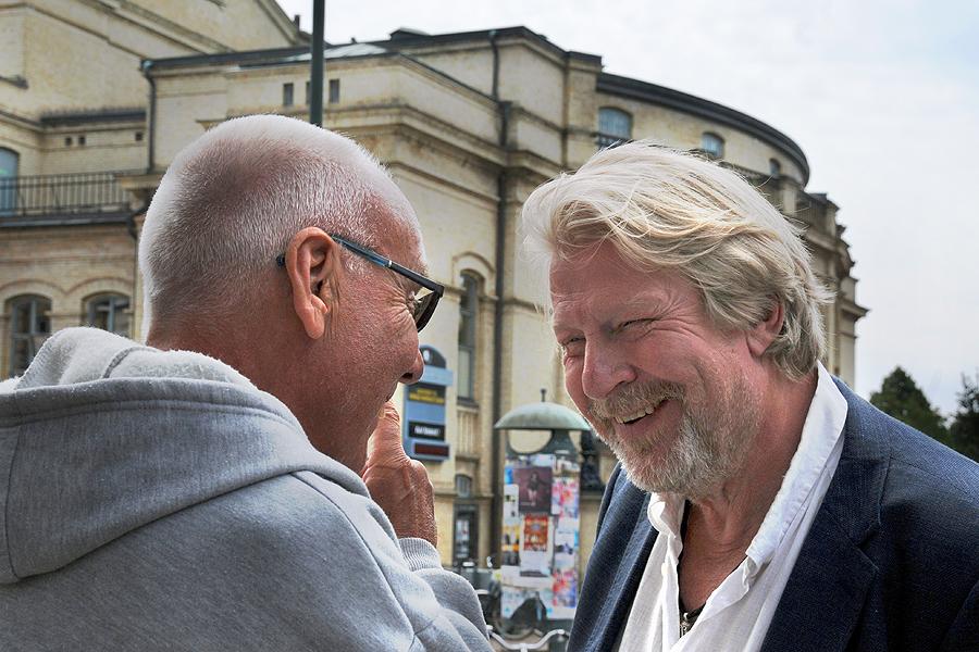 """Sven Pettersson var teaterombud på Järnkonst samtidigt som Rolf Lassgård var på Skånska Teatern. Båda mindes när Gösta Carlsson skrämdes av skådespelaren. - VD:n kommer in i personalmatsalen samtidigt Lassgård spelar upp en roll och högljutt undrar """"VEM ÄR DET SOM DELAR UT REKLAMEN!"""""""
