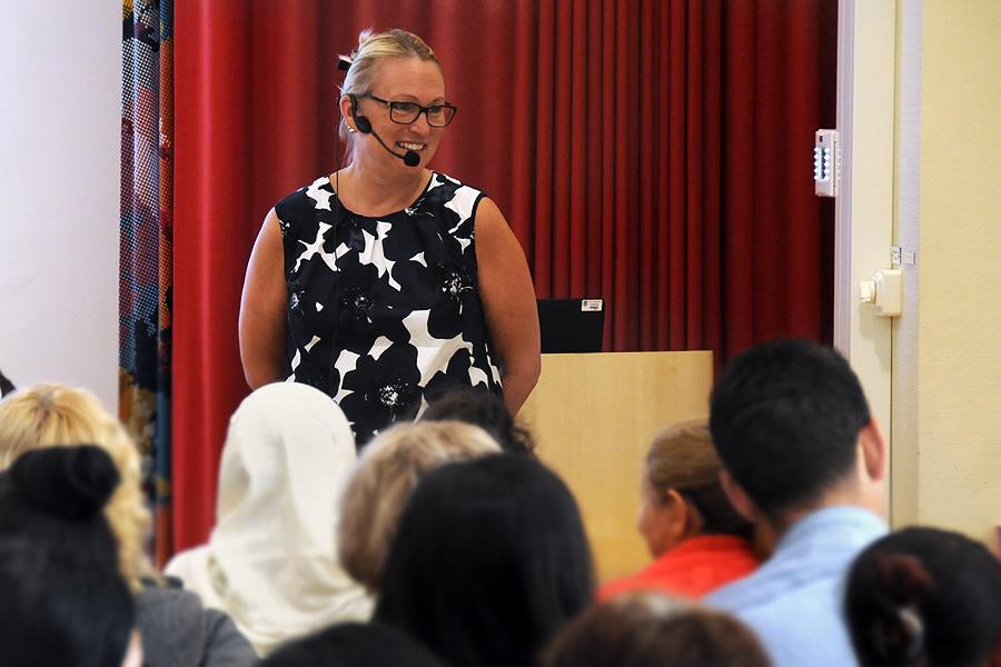 Författaren och filmproducenten Ann Gomér berättade om sitt liv och sina böcker för hundratalet åhörare på Landskrona stadsbibliotek.