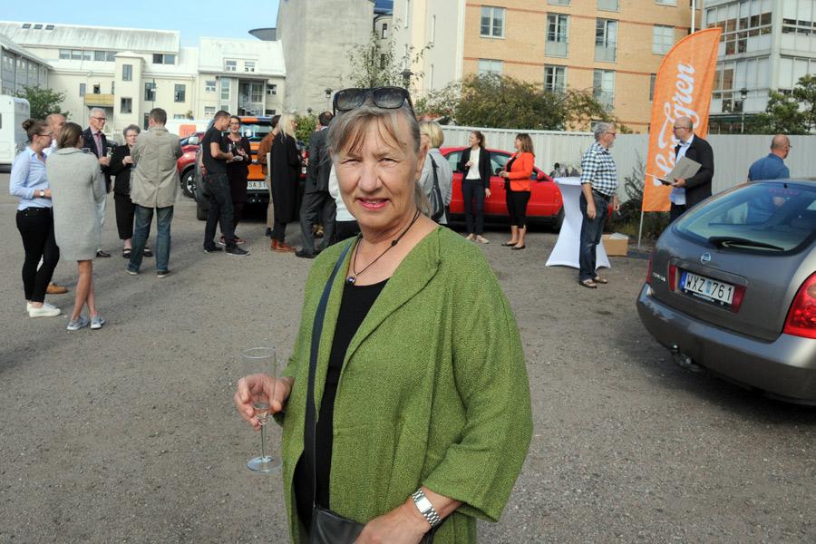 Angelika Andersson har köpt en av de 17 bostadsrätterna på Hamnoasen som redan är sålda. Åtta återstår i skrivande stund.